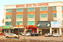 Need a hotel in Tanjung Gemok? Click here to book now and pay later...